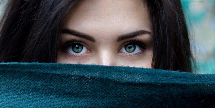 3 признака того, что бывшая девушка лжет насчет вашего расставания